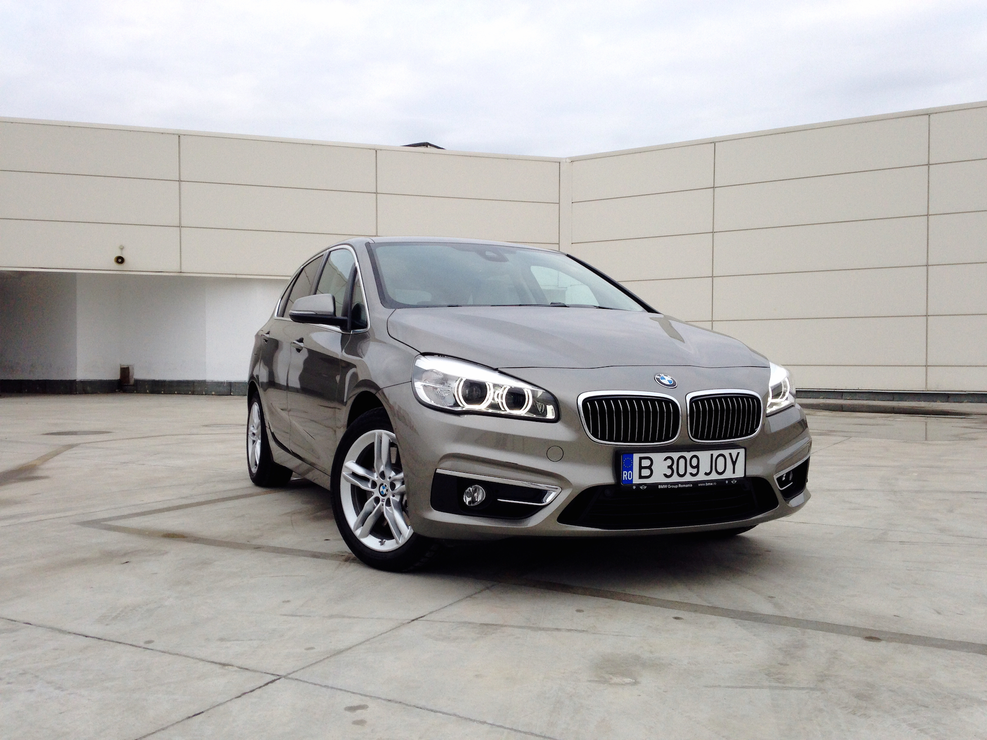 bmw 225i active tourer acceleration. Black Bedroom Furniture Sets. Home Design Ideas