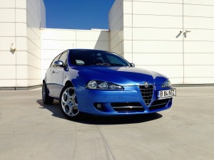Alfa Romeo 147 1.6 TWINSPARK (source - ThrottleChannel.com) 01