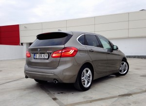 BMW 225i Active Tourer (source - ThrottleChannel.com) 11
