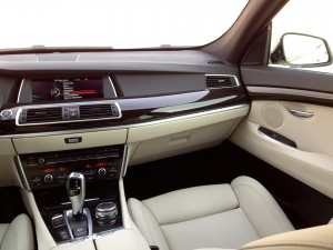 BMW 530d xDrive Gran Turismo (source - ThrottleChannel.com) 44