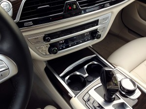 BMW 730d xDrive (source - ThrottleChannel.com) 33