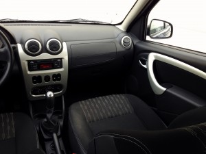 Dacia Sandero Smile 1.2 MPI (source - ThrottleChannel.com) 11