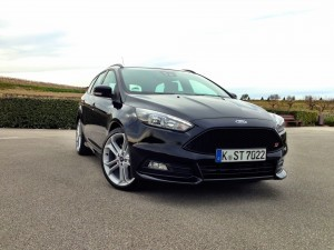 Ford Focus ST Wagon (source - ThrottleChannel.com) 01