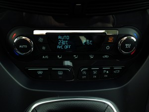 Ford Kuga 2.0 TDCi (source - ThrottleChannel.com) 24