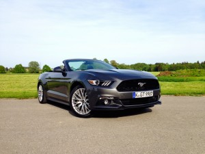 Ford Mustang Convertible 2.3 EcoBoost (source - ThrottleChannel.com) 01
