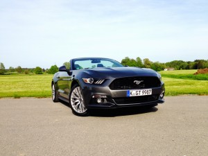 Ford Mustang Convertible 2.3 EcoBoost (source - ThrottleChannel.com) 02