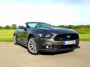 Ford Mustang Convertible 2.3 EcoBoost (source - ThrottleChannel.com) 03