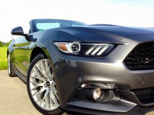 Ford Mustang Convertible 2.3 EcoBoost (source - ThrottleChannel.com) 04