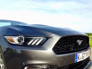 Ford Mustang Convertible 2.3 EcoBoost (source - ThrottleChannel.com) 05