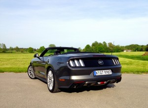 Ford Mustang Convertible 2.3 EcoBoost (source - ThrottleChannel.com) 10