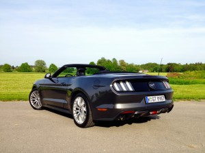 Ford Mustang Convertible 2.3 EcoBoost (source - ThrottleChannel.com) 11