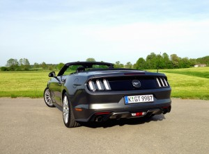Ford Mustang Convertible 2.3 EcoBoost (source - ThrottleChannel.com) 12