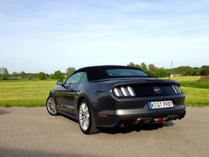 Ford Mustang Convertible 2.3 EcoBoost (source - ThrottleChannel.com) 15