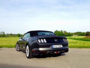 Ford Mustang Convertible 2.3 EcoBoost (source - ThrottleChannel.com) 16