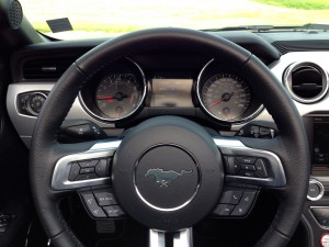 Ford Mustang Convertible 2.3 EcoBoost (source - ThrottleChannel.com) 26