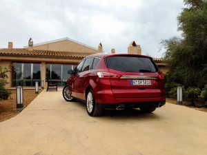Ford S-MAX 2.0 TDCi (source - ThrottleChannel.com) 09