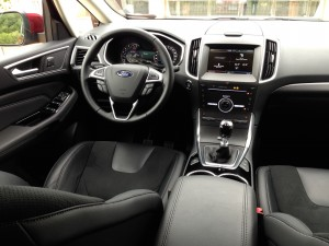 Ford S-MAX 2.0 TDCi (source - ThrottleChannel.com) 19