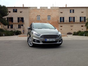 Ford S-MAX 2.0 EcoBoost (source - ThrottleChannel.com) 01