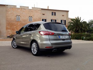 Ford S-MAX 2.0 EcoBoost (source - ThrottleChannel.com) 08
