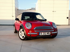 MINI Cooper (source - ThrottleChannel.com) 01