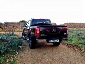 Nissan NP300 Navara 2.3 dCi 190 AT (source - ThrottleChannel.com) 03