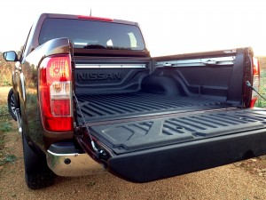 Nissan NP300 Navara 2.3 dCi 190 AT (source - ThrottleChannel.com) 05