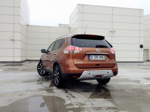 Nissan X-Trail 1.6 dCi (source - ThrottleChannel.com) 27