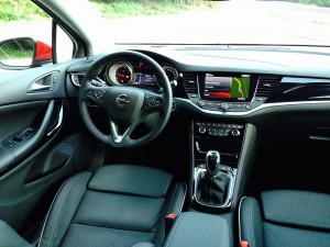 Opel Astra 1.6 CDTi (source - ThrottleChannel.com) 14