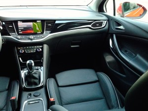 Opel Astra 1.6 CDTi (source - ThrottleChannel.com) 15