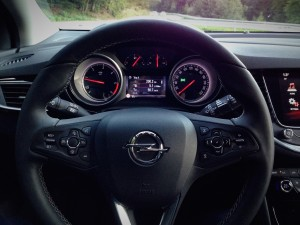 Opel Astra 1.6 CDTi (source - ThrottleChannel.com) 19