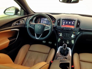 Opel Insignia 2.0 CDTi (source - ThrottleChannel.com) 03