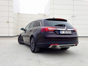 Opel Insignia Country Tourer (source - ThrottleChannel.com) 10