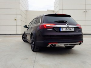 Opel Insignia Country Tourer (source - ThrottleChannel.com) 11