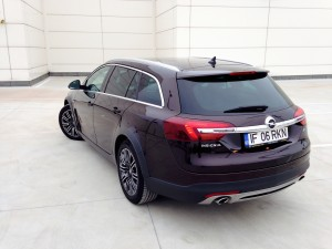 Opel Insignia Country Tourer (source - ThrottleChannel.com) 12