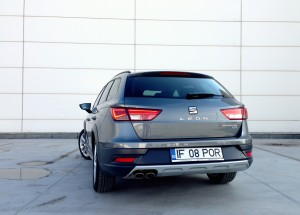 SEAT Leon X-Perience 2.0 TDI DSG (source - ThrottleChannel.com) 05